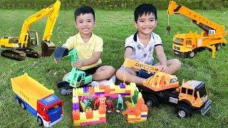 Trò Chơi Máy Xúc Máy Cẩu Và Ô Tô Xây Nhà Cho Khủng Long ♥ Min Min TV Minh Khoa