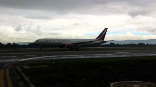 Omni Air International -Boeing 767-300 en Aeropuerto El Dorado Int.