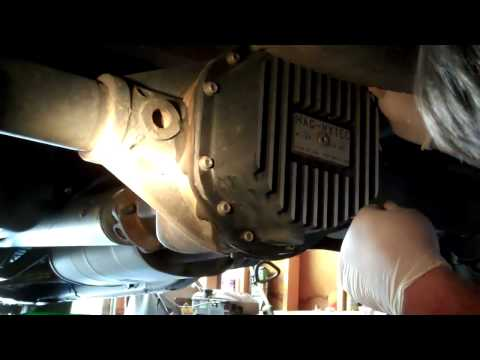 Rear Differential Oil Change on 2007 Nissan Frontier Part 1