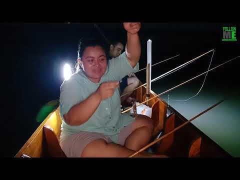 ตกกุ้งแม่น้ำ กินสดๆบนเรือ Follow Me