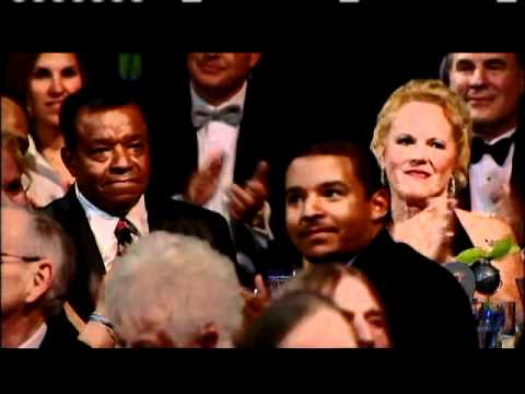 Smokey Robinson inducts Little Anthony and the Imperials 2009