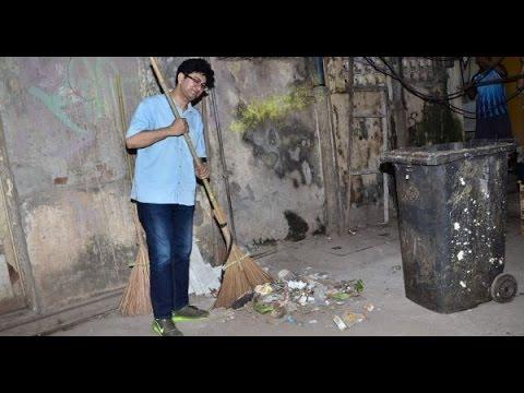 Prasoon Joshi Picks Broom To Clean Lanes│Swachh Bharat Abhiyan