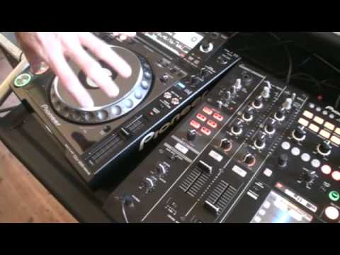 DJ TUTORIAL  ON MIXING MULTIPLE ACAPELLA'S OVER A HOUSE TUNE