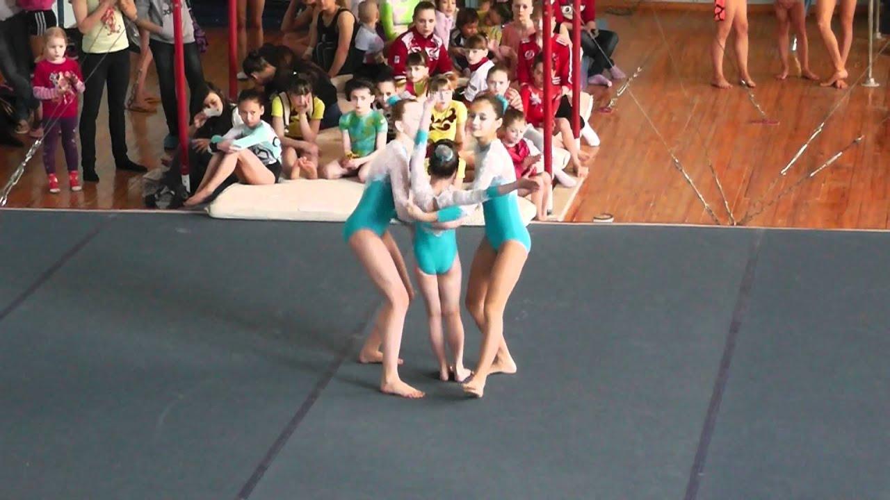 Фото акробатика тройка женская