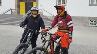 Urban Downhill Biker vs Enduro/Freerider race