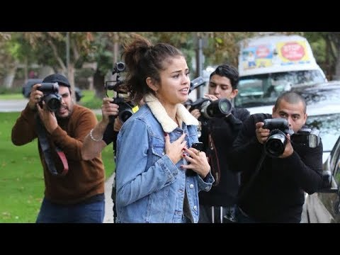 Selena Gomez Surrounded By Paparazzi As Bieber Romance Is Reignited thumbnail