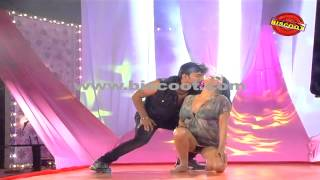 Veena Malik's  Hot Dance in song Muttanu kodu muttanu Kannada Movie Dirty Picture