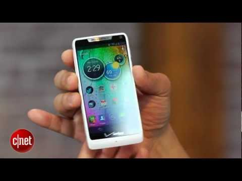 Video: Motorola's svelte and sweet-screened Droid Razr M - First Look