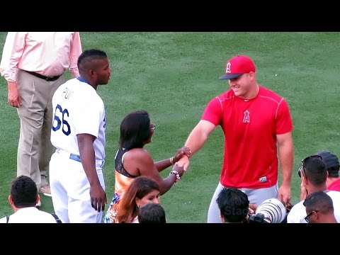 Yasiel Puig's Mom Meets Mike Trout & Pujols