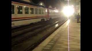 DE 22022 İzmir Mavi Treni Eskişehir Gar'a Giriş yapıyor