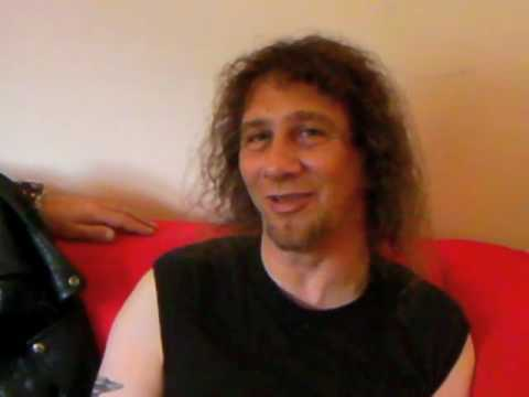 Anvil: Fender vs. Gibson raw backstage interview