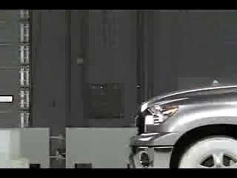 Crash Test 2007 - 2009 Toyota Tundra SR5 (2wd D Cab) (Frontal Offset) IIHS