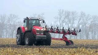 Massey Ferguson 8690 plowing with Gregoire-Besson SPB9 8 furrow