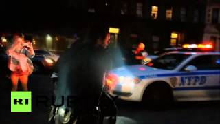 USA: Confederate flag BURNS as NYPD detain Charleston solidarity protesters