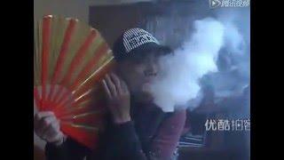 何しているの?この人・・・!?火を噴く変わった中国人!?
