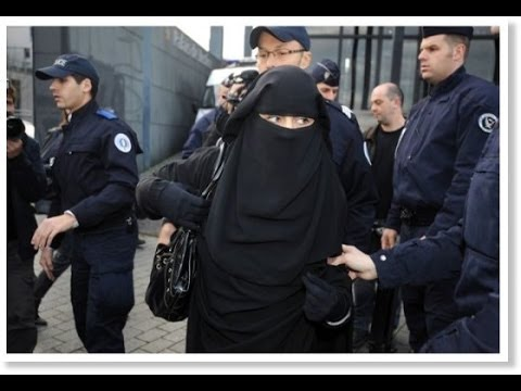 French police 'enforcing' controversial niqab and burqa, ban