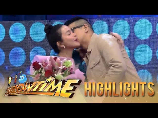 It's Showtime: Robin gives Mariel flowers
