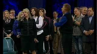 Kim Hopper & Gaither Homecoming - The Holy Hills of Heaven Call Me HD