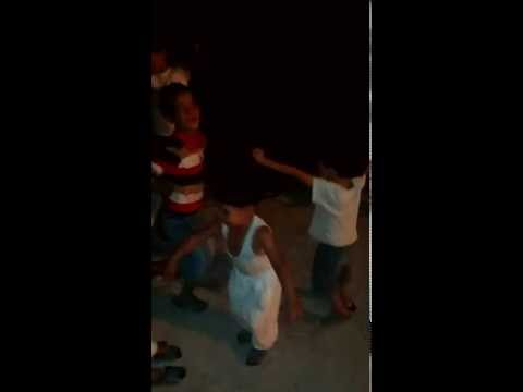 رقص اطفال في شواارع  الجزائر thumbnail