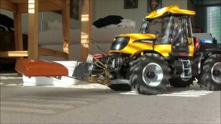 R/C JCB Fastrac - testing the new front hitch