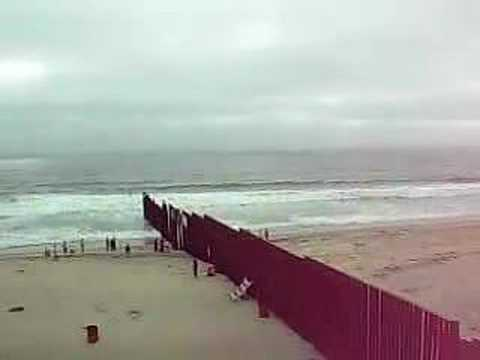 Playas De Tijuana  >> El Muro en Playas de Tijuana - YouTube