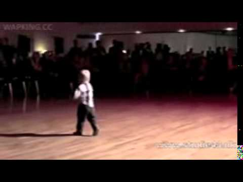 Amazing dance - 2 year old boy(bdmobi).3gp video