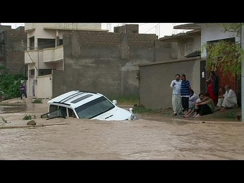 Pakistan: Floods In Karachi After Heavy Rain - No Comment video