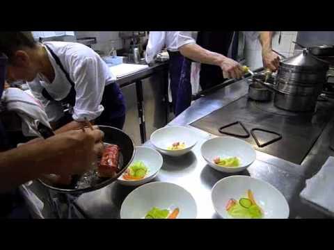 Ambiance de service dans la cuisine de pascal barbot l - Remorque cuisine barbot ...