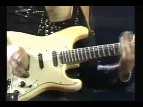 ♫ Ritchie Blackmore smash guitar - (Long Live Rock And Roll) ♫