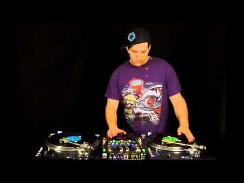 DJ Vekked using Stanton ST150 turntables