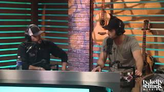 """Download Lagu Jason Aldean Describes How Different """"Dirt Road Anthem"""" Was When He Released It - Ty, Kelly & Chuck Gratis STAFABAND"""