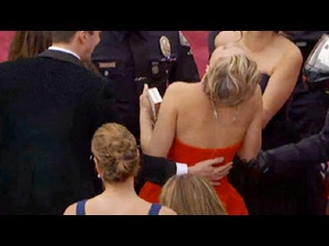Jennifer Lawrence Falls Again at Oscars 2014 Red Carpet