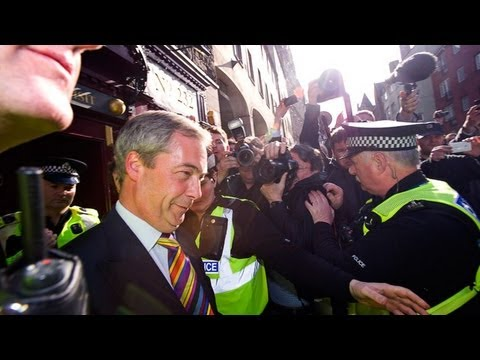 Ukip's Nigel Farage mobbed by protesters in Edinburgh