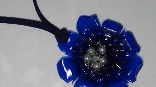 Cómo realizar un colgante con forma de flor para un collar - Necklace with plastic bottle pendant