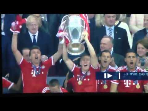 Mario Mandzukic lost his Champions League medal during Bayern Munich celebrations! 2013