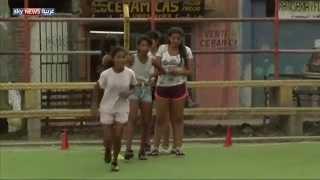 كرة القدم.. ملجأ فقيرات الأرجنتين