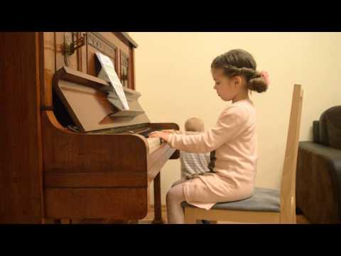 Kurki Trzy - 4 Latka Gra Na Pianinie