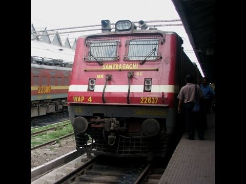 12809 Mumbai(cst) - Howrah Mumbai Mail Entering Jalgaon Junction With Src Wap-4 video