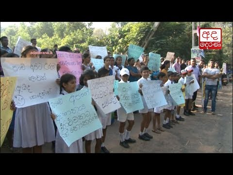 students protest in |eng