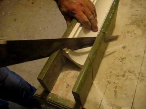 Corte de moldura de escayola a 45 1 c mo colocar for Como encielar un techo