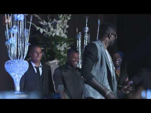 Emmanuel Adebayor, Djibril Cisse, Ballack  et Michael Essien dansent Azonto