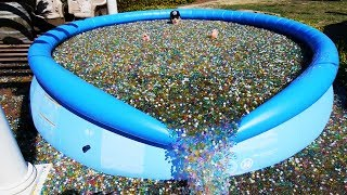 What Happens If You Throw Sodium Bomb in Giant Orbeez Pool?