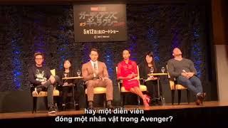 Khánh Vy phỏng vấn bằng tiếng anh các khách mời Hollywood tại Nhật Bản