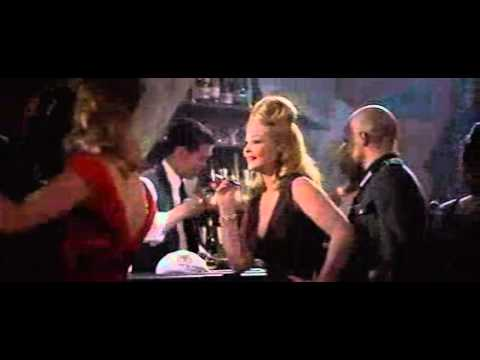 Un cabaret  Paris, extrait de La Nuit des gnraux (1967)