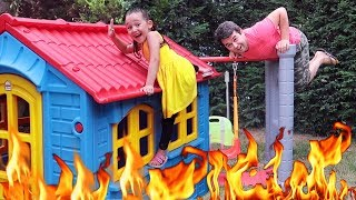 The FLOOR is LAVA ! Family fun kid  video, Oyuncak Avı Öykü