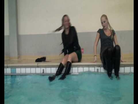 WetClothingGirls: Mariska & Francis