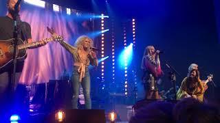 "Download Lagu Little Big Town and Miranda Lambert sing ""Boondocks"" live on the Bandwagon Tour Gratis STAFABAND"