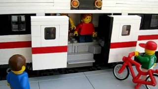 LEGO Power Functions Commuter Train with automatic sliding doors 1