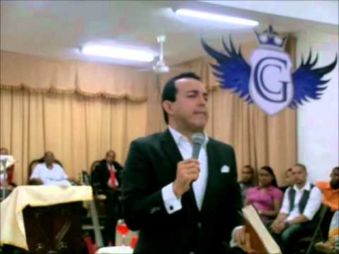 ICMCRD El Apostol Rafael Ramirez en la Iglesia Cristo Misionera Central en RD 1