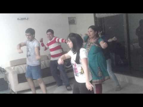 Mehendi Laga Ke Rakhna Practice Before Sangeet - Choreographer Anchor Prachi Lakhani video